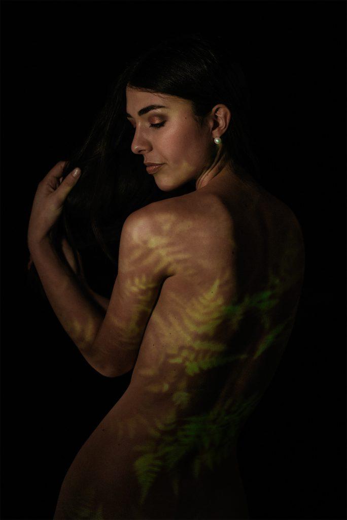 Semi-nudo ritratto femminile by Imagico Torino