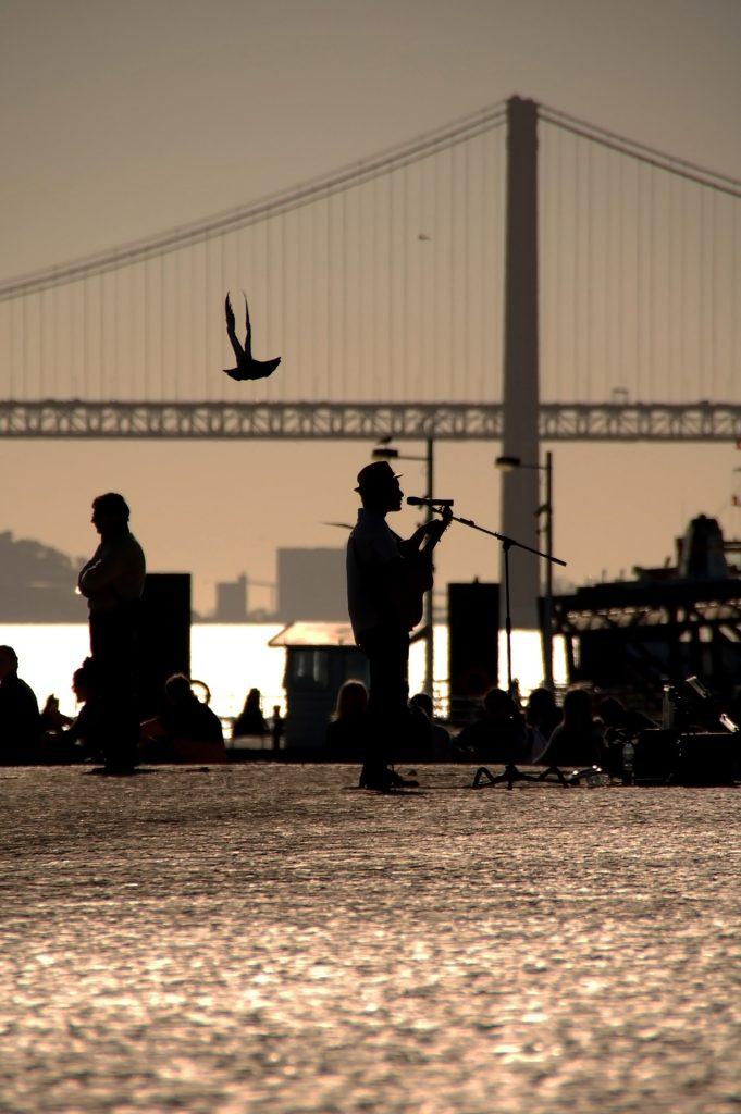 Lisboa-street-musician-photography-by-Imagico-Studio