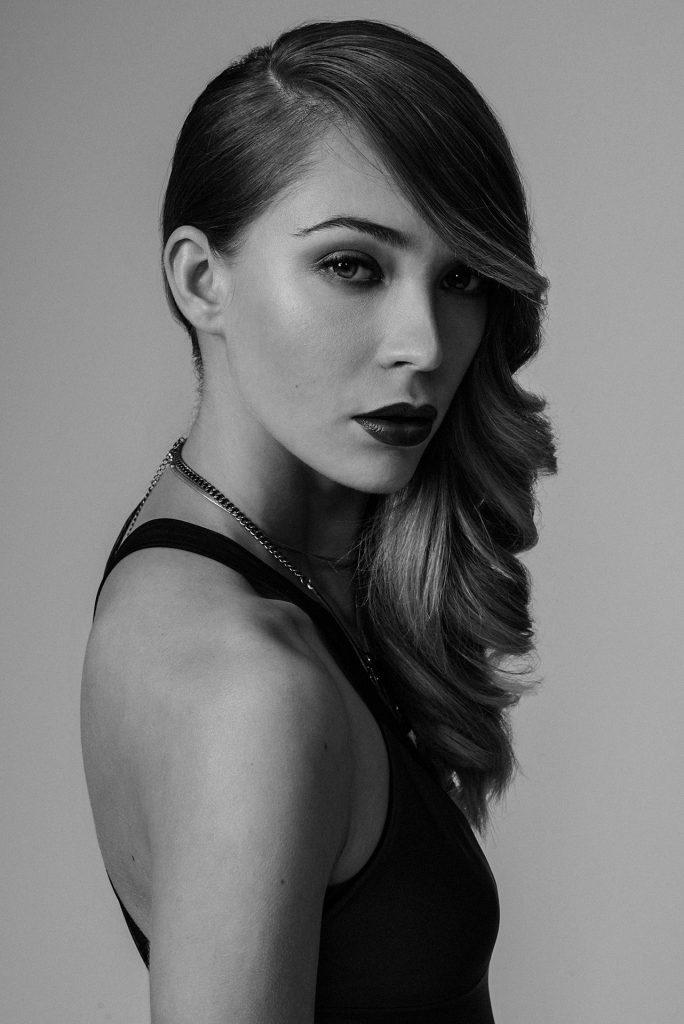 Modella e Influenzer Morganna Balzarotti fotografata in un ritratto bianco e nero da Imagico studio Torino