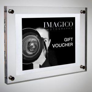 Elegante Voucher regalo in plexiglass per la sessione fotografica a Torino